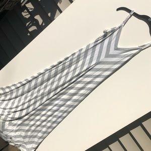 Adorable chevron print maxi dress size small
